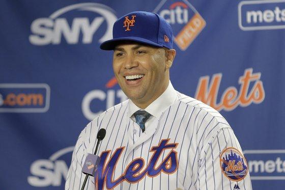 사인 훔치기에 연루돼 뉴욕 메츠 감독에 부임하자마자 경질된 카를로스 벨트란. [AP=연합뉴스]