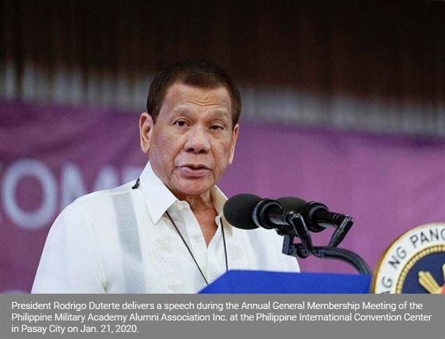 두테르테 대통령이 지난 21일 필리핀 국제컨벤션센터서 열린 육군사관학교 동문회 행사에서 연설하고 있다. 필리핀 스타 캡처
