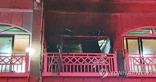 동해 펜션서 가스폭발 (동해=연합뉴스) 이종건 기자 = 25일 오후 7시 46분께 강원 동해시 어달동의 한 펜션에서 가스 폭발로 추정되는 사고로 4명이 심정지, 5명이 중경상을 입는 피해가 발생했다. 2020.1.25 momo@yna.co.kr