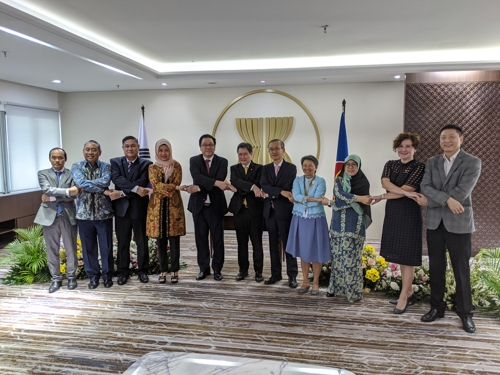 한국 정부, 미얀마 귀환 로힝야족에 'FM라디오' 5만대 지원 [주아세안 대표부 제공]