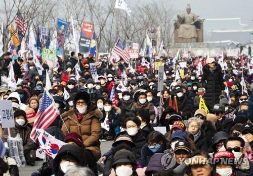 마스크 착용한 집회 참가자들 [연합뉴스 자료사진]