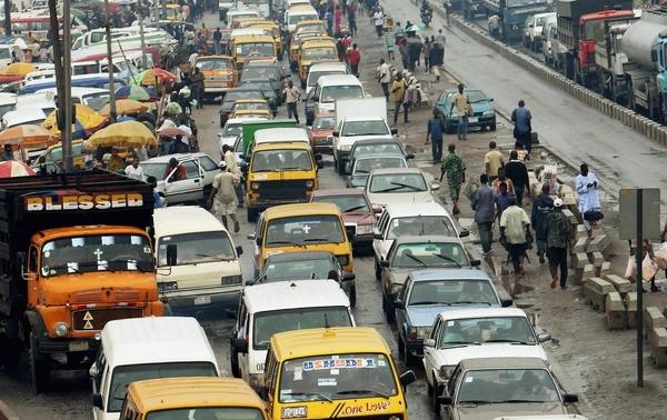 나이지리아 남부 라고스의 도로 모습. 심각한 교통 정체로 당국이 비상사태를 선포하기도 했다./러브월드