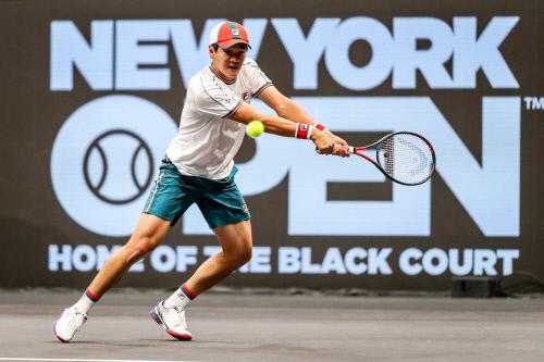 권순우가 백핸드로 라오니치의 공을 받아내고 있다. 제공 | Alex Smith/New York Open