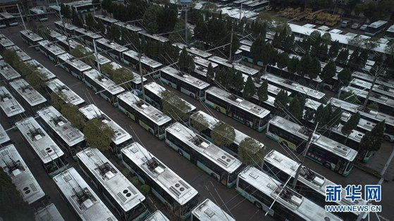 지난 14일 우창시에서 버스 8000여대가 멈춰있는 모습. [신화망]
