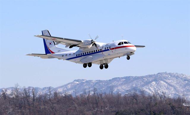 [공군 3호기] 일본 요코하마(橫浜)항에 정박 중인 크루즈선 '다이아몬드 프린세스'의 한국인 탑승객들과 일본인 가족을 이송하는 데 투입된 공군3호기가 18일 서울공항에서 하네다공항을 향해 이륙하고 있다. 공군제공