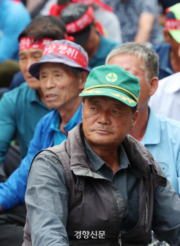 2018년 9월 서울 여의도에서 열린 농민대회에 참석한 농민들. 경향신문 자료사진
