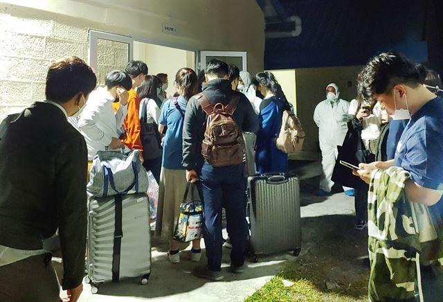 아프리카 모리셔스에서 입국을 거부 당한 한국인 신혼부부들이 현지의 한 장소에 억류되고 있다. 독자 제공