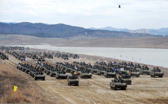 육군 7군단의 기계화 장비들. [사진 육군]