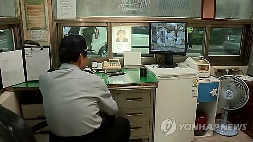 아파트 경비원 [연합뉴스 자료사진. 재판매 및 DB 금지]