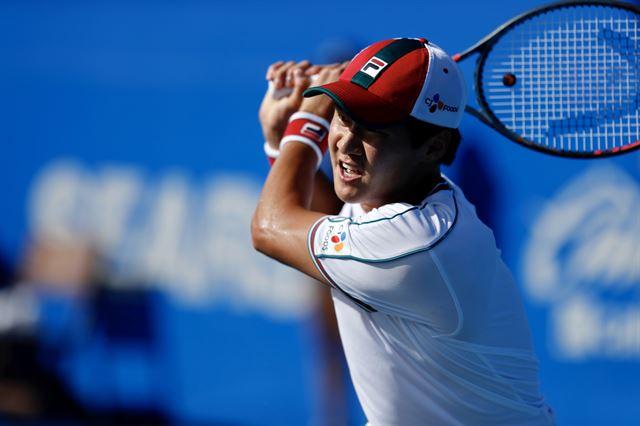 권순우가 지난달 27일 멕시코 아카풀코에서 열린 ATP투어 멕시코 오픈 사흘째 단식 2회전에서 두산 라요비치를 상대로 경기를 펼치고 있다. 멕시코 오픈 제공