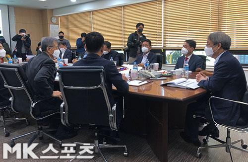 한국야구위원회(KBO)는 24일 야구회관에서 이사회를 열고 신종 코로나바이러스 감염증(코로나19) 대책 회의를 진행했다. 사진(서울 도곡동)=이상철 기자