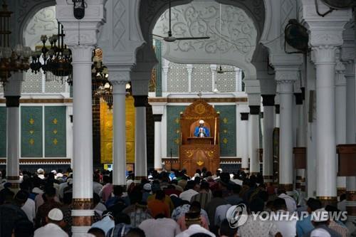 27일 반다아체 모스크에서 열린 금요 합동 예배 [AFP=연합뉴스]