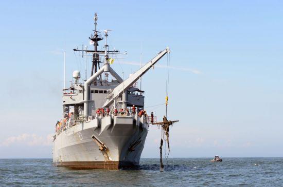 [속보] 동해 해군 함정서 부사관 1명 실종..육해공군·해경 합동 수색   인스티즈