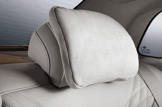 현대자동차 그랜저 뒷좌석 스웨이드 베개. <현대자동차 제공>