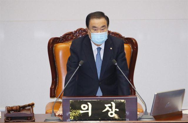 문희상 국회의장이 20일 국회 본회의장에서 본회의를 주재하고 있다. 연합뉴스