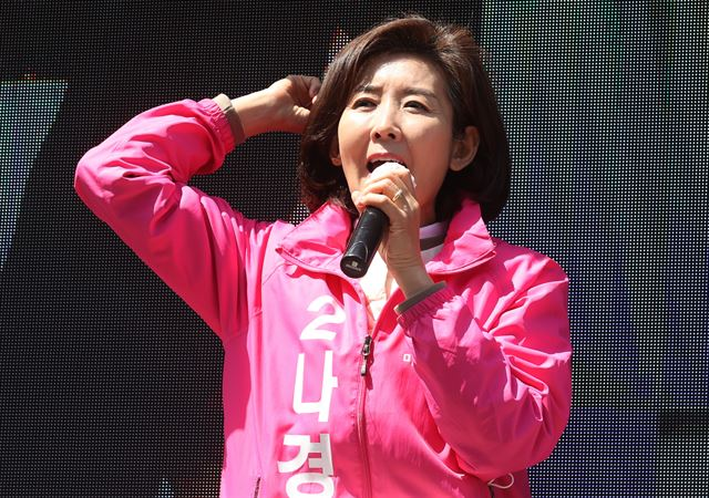 21대 총선에서 서울 동작을에 출마했다 낙선한 미래통합당 나경원 후보가 유세하는 모습.