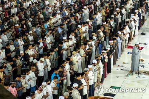 합동 기도회에 참석한 인도네시아 아체주 무슬림 [로이터=연합뉴스]