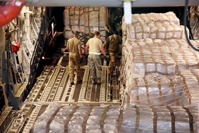 [무기와 표적] C-17 수송기, 장갑차 6대와 병력을 세계 어디든 12시간 내 파견[네이키드 런치 줄리안 샌즈|M BET 토토]