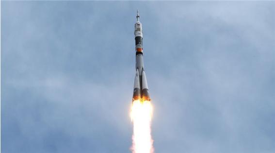 2015년 우주비행사를 싣고 ISS를 향해 떠나는 소유즈 발사체