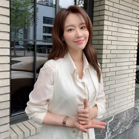 김아중, '덕분에 챌린지' 참여..
