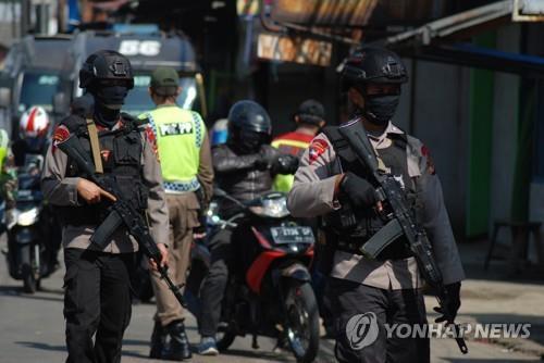 코로나19로 자카르타 수도권 넘나드는 이동 제한 [AFP=연합뉴스]