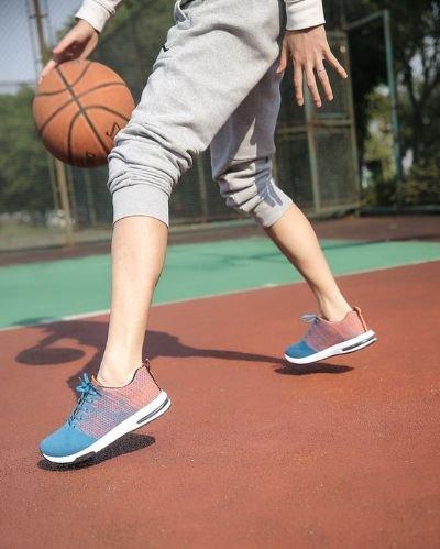 건강을 지키기 위해 운동화를 신고 밖으로 나가보자. 내 몸이 노화 반응을 인지하고 있는지 확인해 보고 노화를 줄일 수 있는 운동을 지금 당장 시작해야 한다. [사진 pexels]