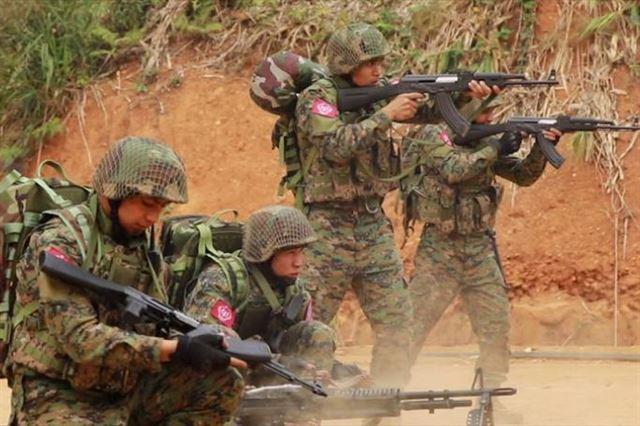 미얀마 라카인주를 기반으로 하는 반군조직 아라칸군의 훈련 모습. 유튜브 캡처