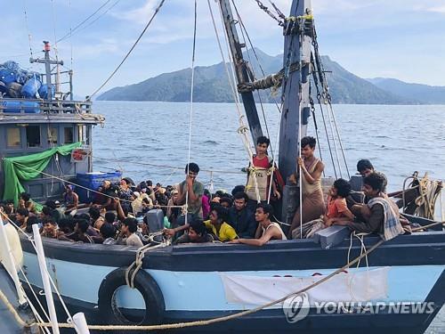 말레이시아서 적발된 로힝야족 난민 밀입국 선박 [EPA=연합뉴스]
