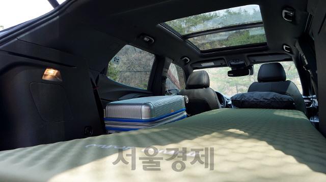 한국GM 트레일블레이저 트렁크에 매트를 깔아놓은 모습./사진제공=한국GM