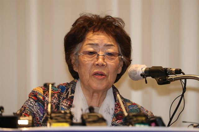 [PYH2020052513790001300]  일본군 위안부 피해자 이용수 할머니가 25일 오후 대구 수성구 만촌동 인터불고 호텔에서 기자회견을 하고 있다. / 대구=왕태석 선임기자  /2020-05-25(한국일보)