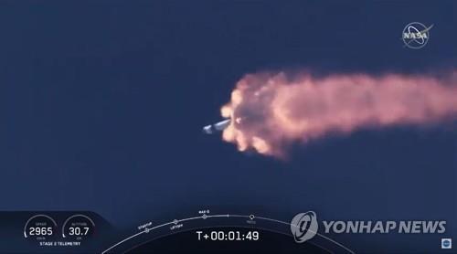 스페이스X의 민간 유인 우주선 발사 장면 [AFP=연합뉴스] [재판매 및 DB 금지]