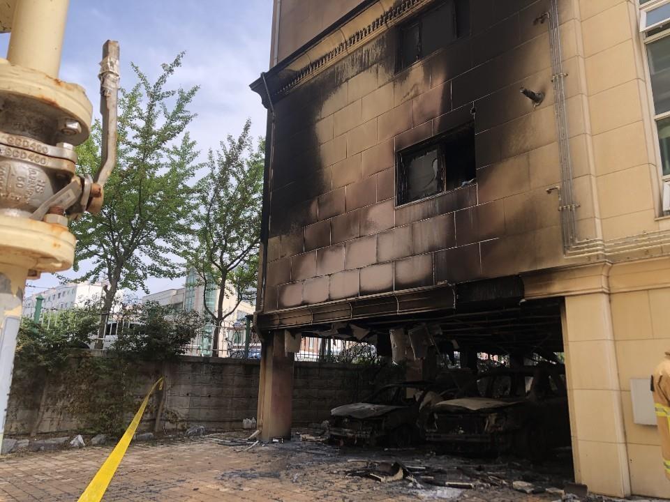 청주 빌라 주차장서 차량 화재..1명 부상[추천스톰릴갬|함께 토토]