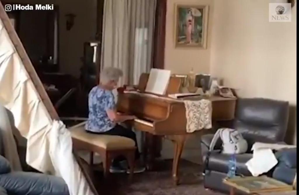 '잔해 속에서 피아노 연주'..레바논 여성 동영상이 준 감동[추천바다추천스톰릴|해적 토토]