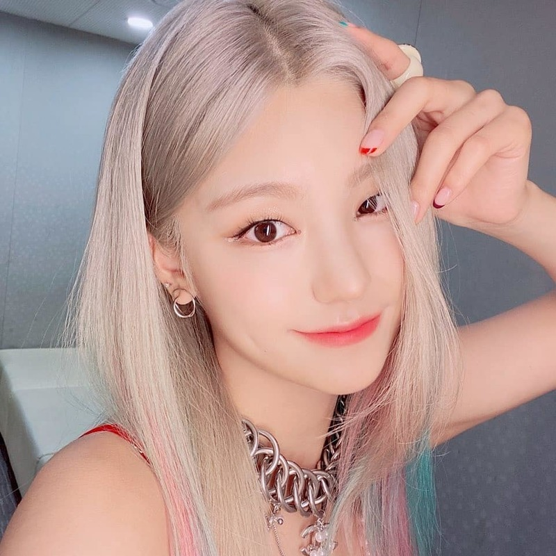 Group ITZY Yezi delivered a refreshing statement.On September 2, Yezi posted several photos with the words NOT SHY on ITZYs official Instagram page.In the photo, Yezi looks at the camera and looks at each other.Yezis cute visuals are eye-catching, yet chic, resembling cats.Those who saw the photos responded, I love you and Its so beautiful.Meanwhile, Yezis ITZY released their new song NOT SHY on August 17.