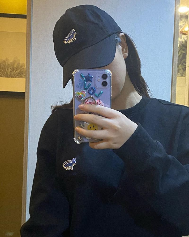The group Red Velvet Yeri has revealed the current situation.On September 15, Yeri posted two photos to her Instagram with the caption, Love love love.Yeri, wearing a black ballcap in the revealing photo, shows off her beautiful looks.  Yeris clear skin and bright features capture sight.Those who saw the photo responded, Its so pretty and its a charm jackpot.Meanwhile, Yeris group Red Velvet released Milky Way on August 21 as the fourth runner in the 20th anniversary project Our Beloved BoA.
