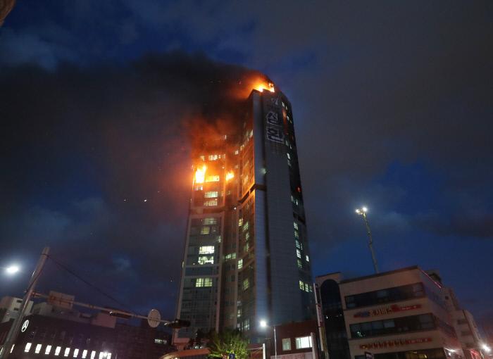 30~49층 준초고층 건물에도 화재 대비 '피난안전구역' 필요[조던 토토 사이트명 토토]
