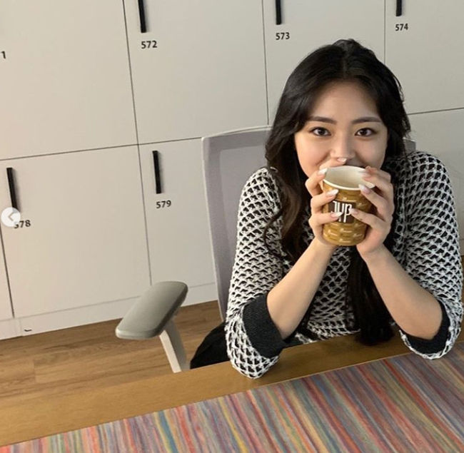 Yuna, a member of the girl group ITZY (Not), shared the recent experience of relaxing in the JYP building.On The 14th, yunas photos were posted on the official ITZY (Not) social media, along with the words Believe and quickly with fan love.In the photos released, Yuna poses in a variety of poses with prettiest visuals.  Yunas love of JYP attracts attention, especially when a cup of coffee is held with the JYP logo on it.On the other hand, Yunas ITZY (Not) showed off the majesty of the Oversawall girl group in September, achieving 4 consecutive 100 million views with the music video Not Shy (Nat Shai).As a result, ITZY has four billion views, including Daladala and ICY (ICY) and WANNABE, followed by Not Shy. Captured Not SNS
