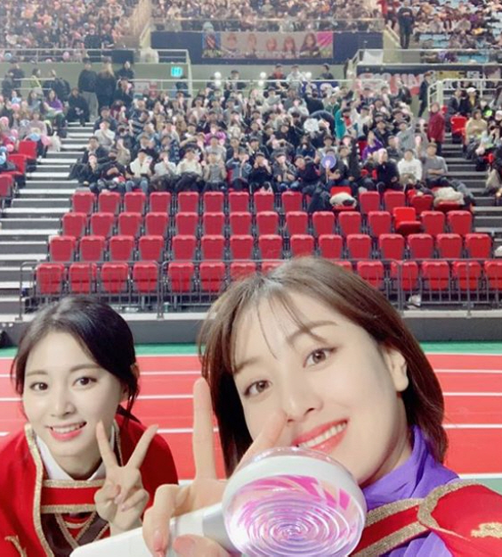 On the 3rd TWICEs official Instagram, Congratulations on the 5th anniversary of ONCE. Thank you very much. I miss you a lot. There may be a picture I uploaded, but I want to upload a picture I took with ONCE, so I want to upload it! Have a good Haru today! The picture was posted.The photo shows the members of TWICE looking back on the memories they had with the fans.On the other hand, TWICE released their 2nd regular albumEyes wide open and title songI CANT STOP ME on October 26th.On the morning of the 27th, Shinbo took first place on the iTunes album charts in 32 overseas regions including Singapore, Brazil, and Japan, breaking the teams own record. Also, on the afternoon of the 27th, it won the real-time chart of Hanteo Chart, the domestic album aggregation site, and the first place in the real-time chart of retail albums of Gaon Chart. The title songI CANT STOP ME boasted its global popularity by taking the top spot on the Japanese line music real-time chart on the afternoon of the 26th, and QQ Music, the largest music platform in China on the 27th, on the 27th.