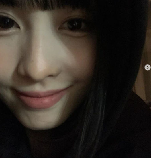 TWICE MOMO made fans heartbroken with an ultra close-up selfie (selfie) photo.On the 3rd, several MOMO photos were posted on the official SNS of JYP girl group TWICE. In the published photos, MOMO is posing with the camera close in close proximity, adding charm not only to her smooth skin, but also to the skin that supports her big eyes, making her fans feel heartbroken.In another photo, along with member CHAEYOUNG, she drew attention with her cute charm in comfortable clothes rather than flashy appearances on the stage.Meanwhile, TWICE, which CHAEYOUNG and MOMO belong to, released their 2nd regular albumEyes wide open and title songI CANT STOP ME on October 26 and made a full comeback.TWICE is a stage where the styling that makes use of each individuals individuality is well received and re-verified the modifier of ``a pretty girl next to a pretty girl. It captured the fans once again.TWICE Official SNS Capture