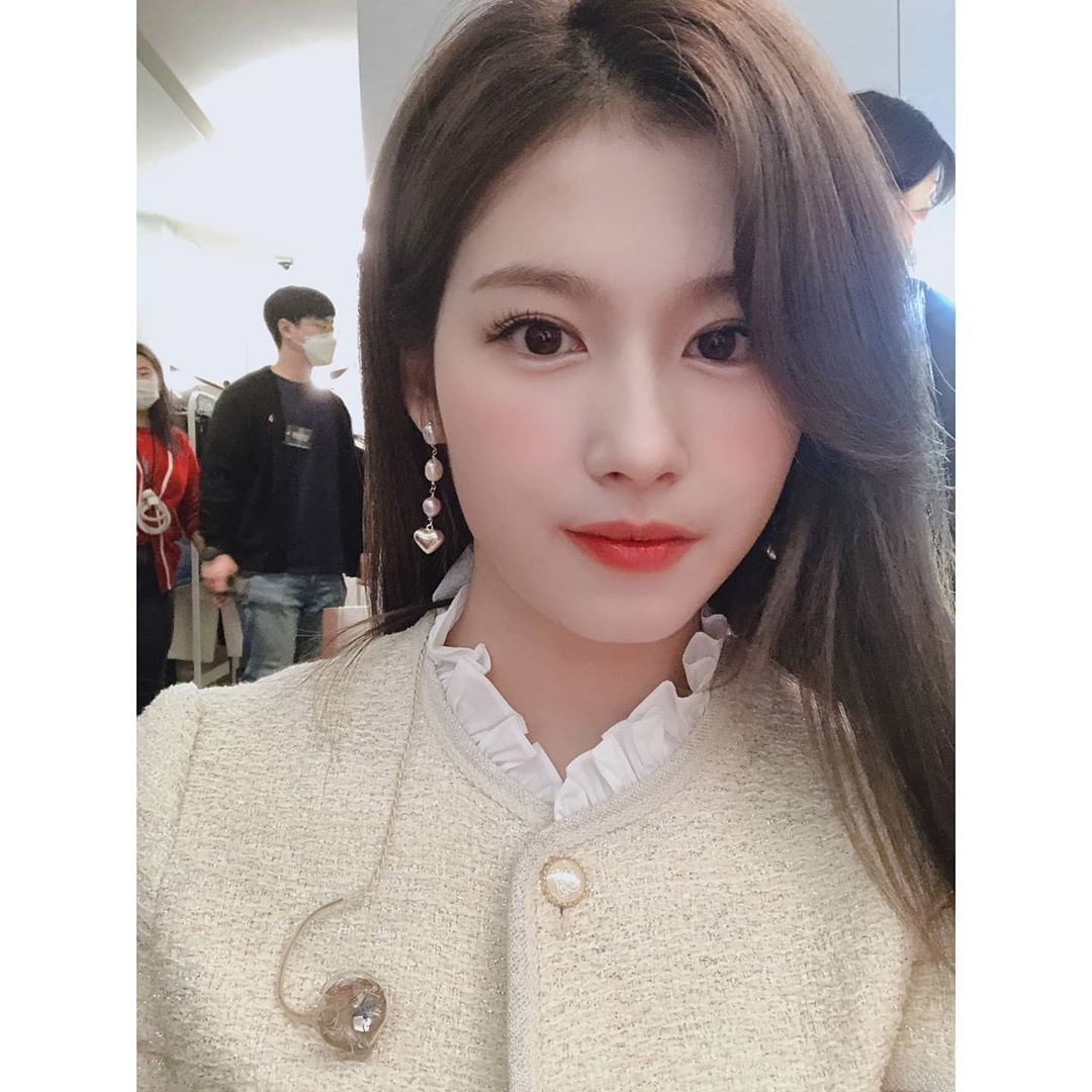 Group TWICE Sana celebrated its 5th anniversary.On the afternoon of the 3rd, Sana posted a photo on TWICEs official Instagram. Its a day, so congratulations to each other and its so amazing right?In the photos released together, the appearance of Sana boasting an extraordinary visual is contained.Meanwhile, TWICE released its second regular albumEyes wide open on October 26th, and is continuing its active activities with the title songI CANT STOP ME.Photo | TWICE official Instagram capture