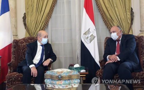 """프랑스 외무, 이집트 찾아 """"이슬람 깊이 존중"""" 강조[홀인원 토토 k2 토토]"""
