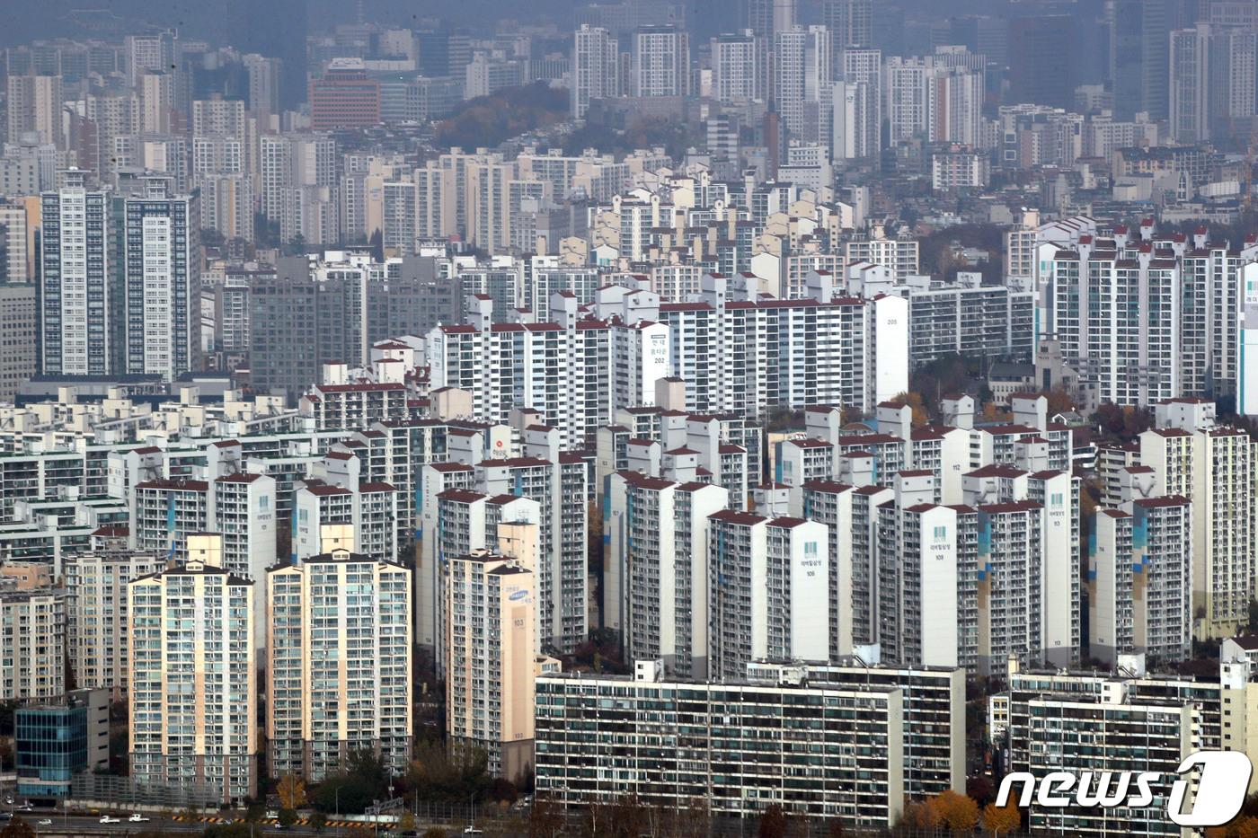 16일 서울 도심의 아파트 단지 모습. 2020.11.16/뉴스1 ⓒ News1 이광호 기자