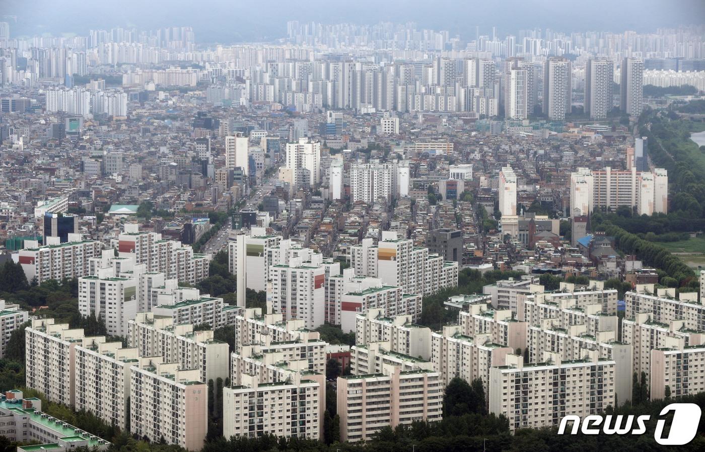 서울 아파트 단지의 모습. 2021.8.2/뉴스1 © News1 신웅수 기자