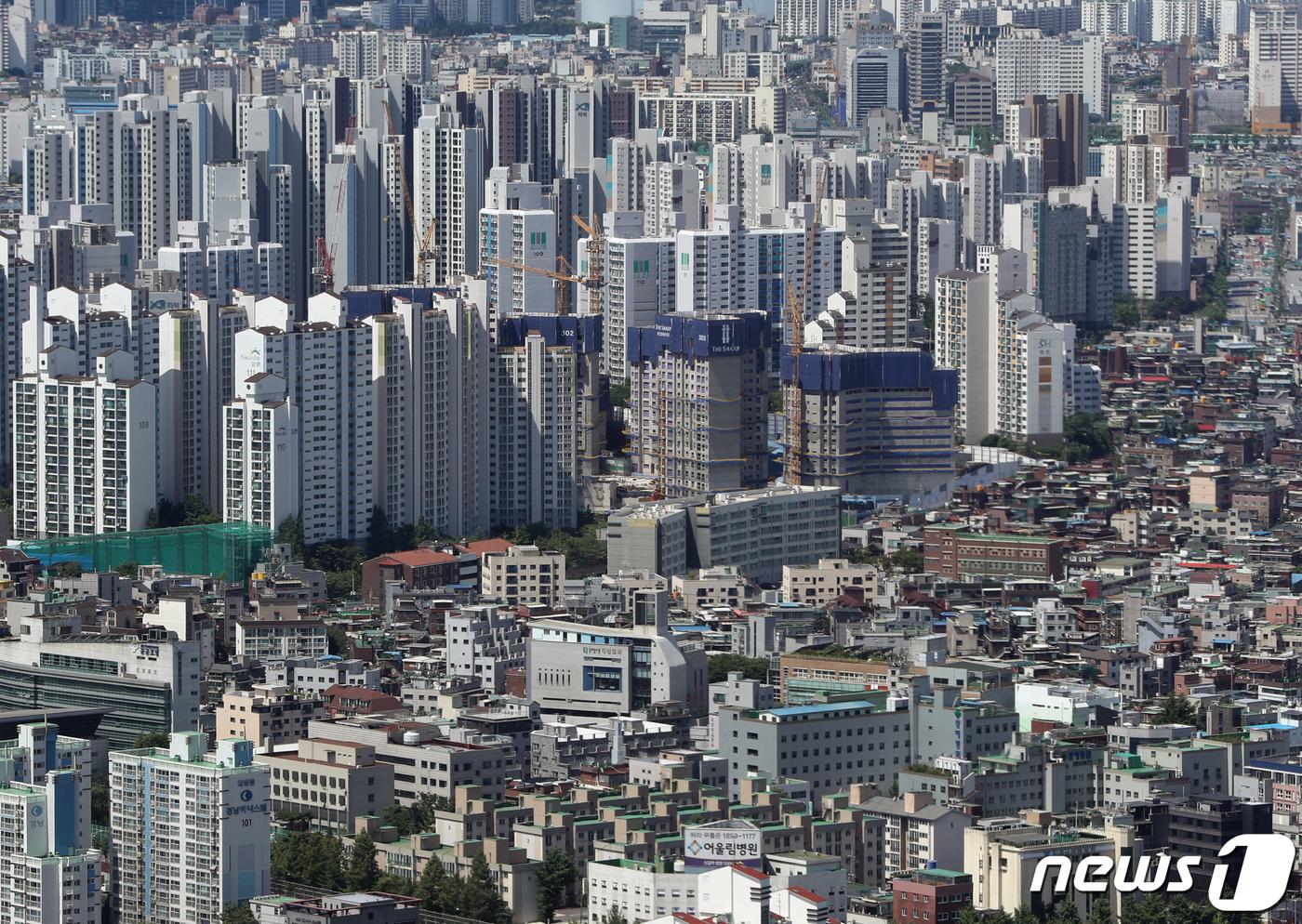 서울 여의도 63전망대에서 바라본 아파트와 빌라촌의 모습. 2021.6.16/뉴스1 © News1 신웅수 기자