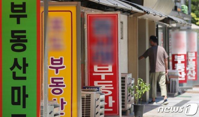 경기도 성남시 분당구의 공인중개사무소 모습. 2021.7.22/뉴스1DB © News1