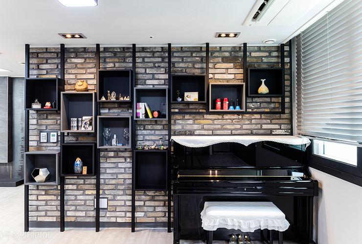 시크한 블랙&그레이톤의 어반스타일 하우스 대표사진