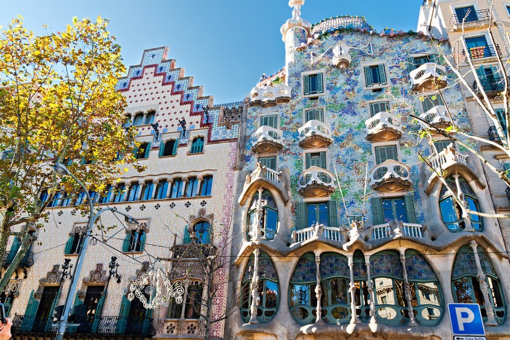 - Art nouveau architecture de barcelone revisitee ...