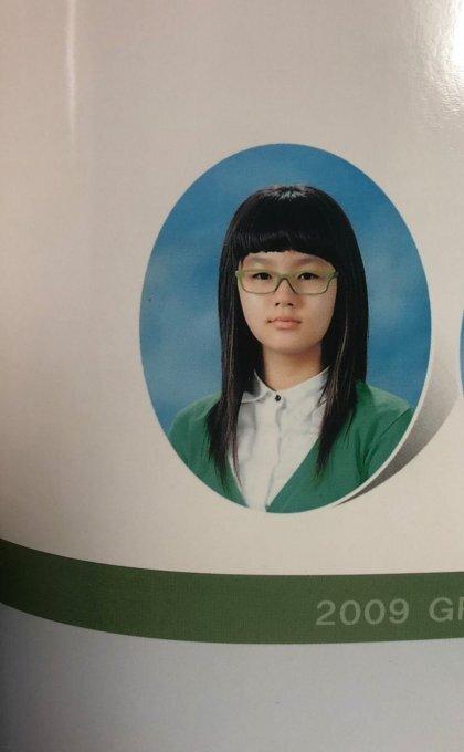 방금 초등학교 졸사 뜬 여자아이돌.twt