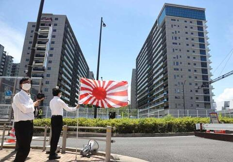 도쿄올림픽 선수촌 한국선수단 숙소 앞에서는...
