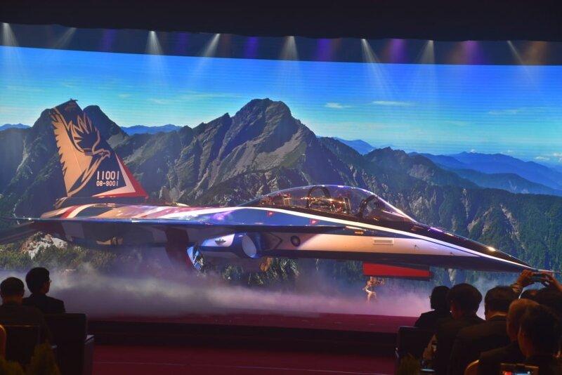 대만, 자체개발 고등훈련기 T-5 용잉의 시제 1호기 공개.jpg > 커뮤니티 | 널브레인